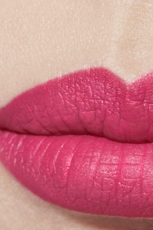 Application makeup visual 1 - ROUGE ALLURE VELVET 72 - INFRAROSE