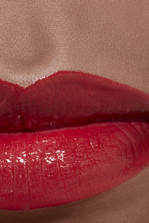 Пример нанесения макияжа 2 - ROUGE COCO FLASH TOP COAT 204 - DEEPNESS