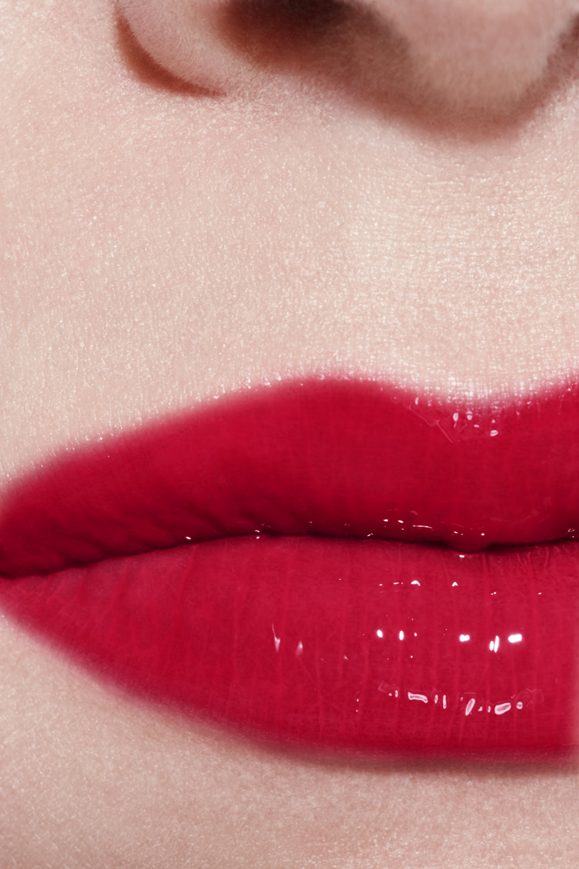 Application makeup visual 3 - ROUGE COCO GLOSS 824 - ROUGE CARMIN
