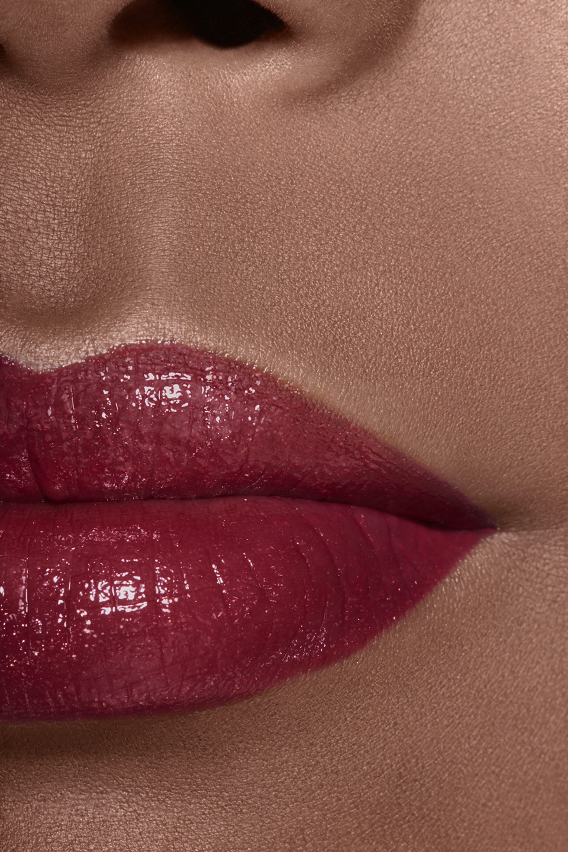 Application makeup visual 2 - ROUGE COCO SHINE 112 - TÉMÉRAIRE