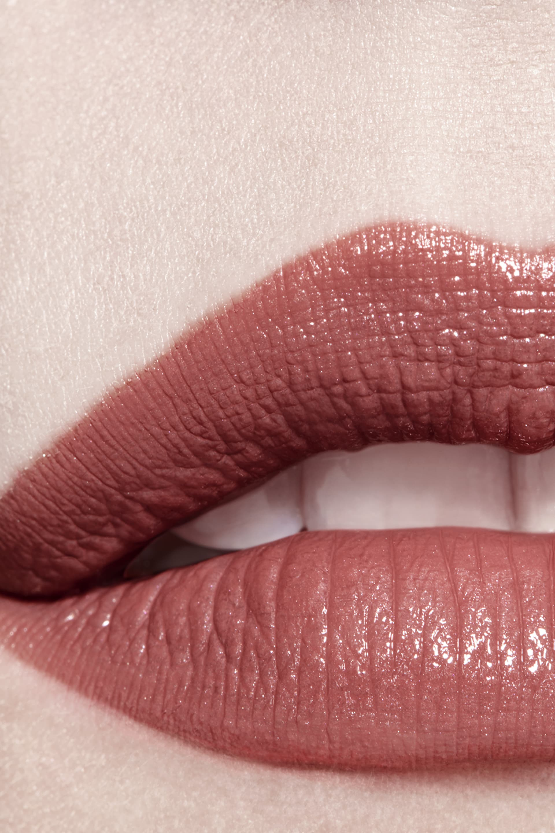 Application makeup visual 3 - ROUGE COCO 438 - SUZANNE