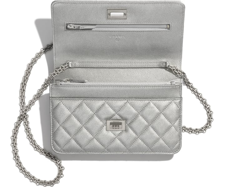 image 2 - 2.55 Wallet on Chain - Metallic Grained Calfskin & White Metal  - Silver