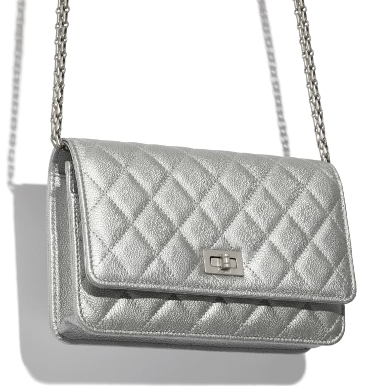 image 3 - 2.55 Wallet on Chain - Metallic Grained Calfskin & White Metal  - Silver