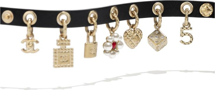 image 2 - Bracelete - Metal, pérolas de vidro, couro de novilho, strass & resina - Gold, Pearly White, Black, Crystal & Red