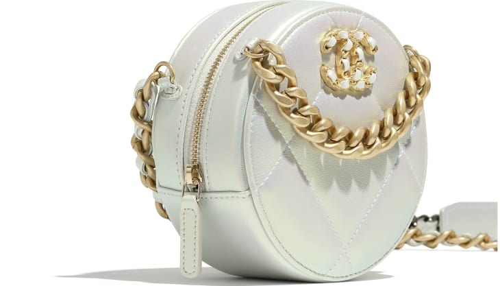 image 4 - CHANEL 19 Clutch with Chain  - Iridescent Calfskin, Gold-Tone, Silver-Tone & Ruthenium-Finish Metal - White
