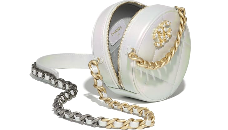 image 3 - CHANEL 19 Clutch with Chain - Iridescent Calfskin, Gold-Tone, Silver-Tone & Ruthenium-Finish Metal - White