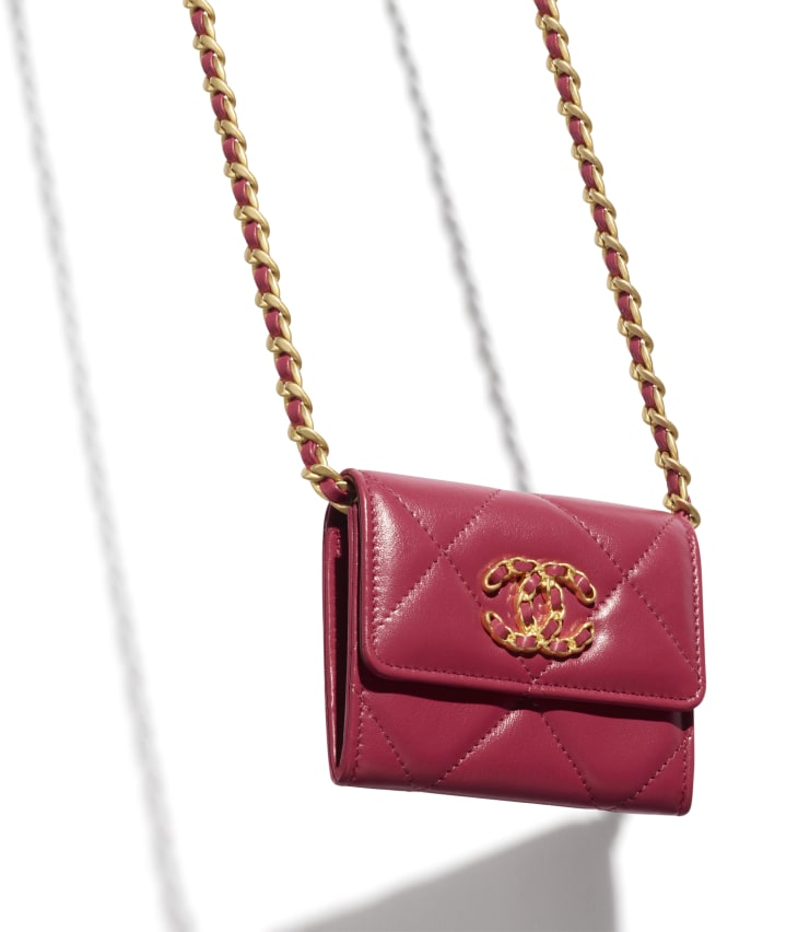 image 3 - CHANEL 19 Flap Coin Purse with Chain - Lambskin, Gold-Tone, Silver-Tone & Ruthenium-Finish Metal - Pink