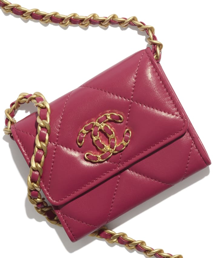 image 4 - CHANEL 19 Flap Coin Purse with Chain - Lambskin, Gold-Tone, Silver-Tone & Ruthenium-Finish Metal - Pink