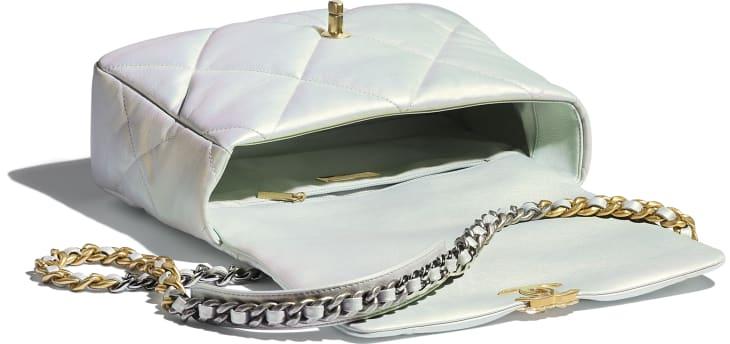 image 3 - Grand sac CHANEL 19 - Veau irisé, métal doré, argenté & finition ruthénium - Blanc