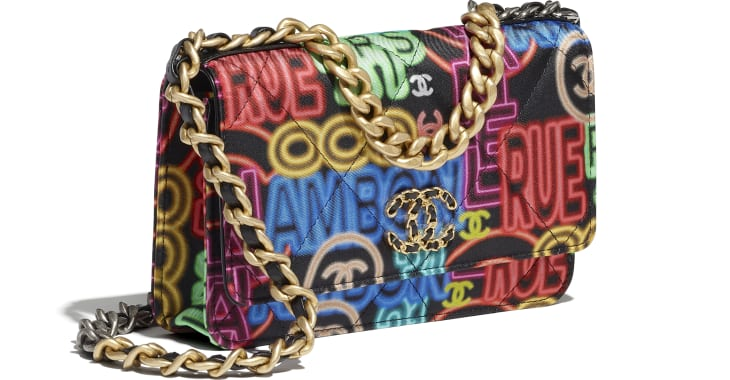 image 4 - CHANEL 19 Wallet on Chain - Printed Fabric, Gold-Tone, Silver-Tone & Ruthenium-Finish Metal - Black & Multicolor