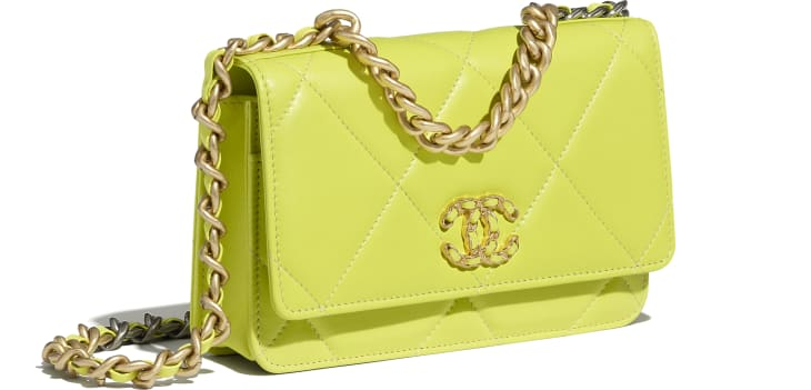 image 4 - Wallet on chain CHANEL 19 - Agneau brillant, métal doré, argenté & finition ruthénium - Jaune fluo