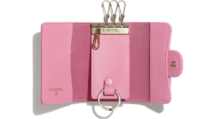 image 2 - Classic Flap Key Holder - Grained Calfskin & Gold-Tone Metal - Pink