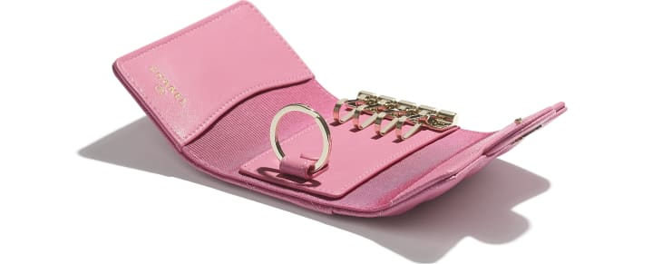 image 3 - Classic Flap Key Holder - Grained Calfskin & Gold-Tone Metal - Pink