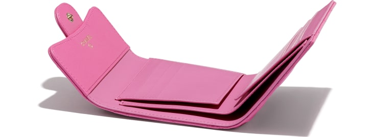 image 4 - Classic Small Flap Wallet - Grained Shiny Calfskin & Gold-Tone Metal - Pink