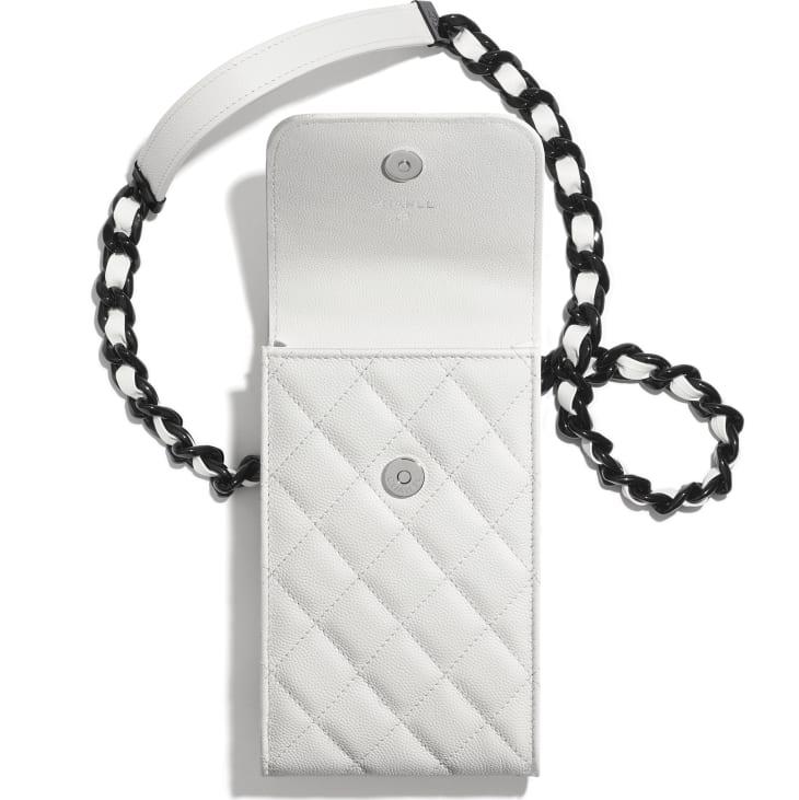 image 2 - Pochette avec chaîne - Veau grainé & métal laqué - Blanc & noir