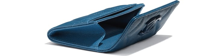 image 4 - Flap Card Holder - Grained Calfskin & Lacquered Metal - Navy Blue