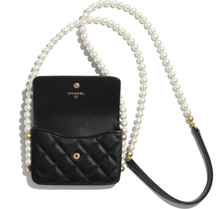 image 2 - Flap Card Holder with Chain - Calfskin, Imitation Pearls & Gold-Tone Metal - Black