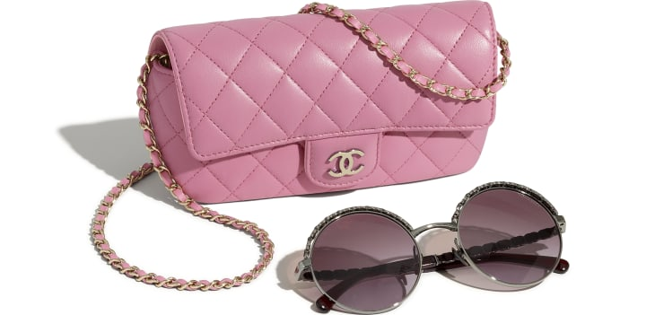 image 4 - Glasses Case with Classic Chain - Lambskin & Gold-Tone Metal - Pink