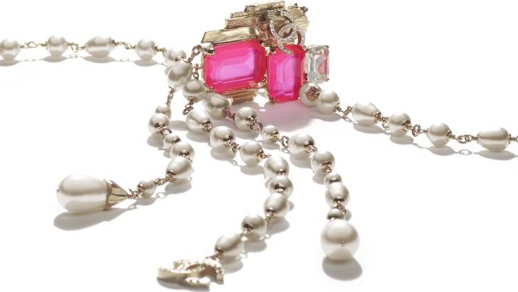 image 2 - ネックレス - メタル、コスチューム パール & ストラス - ゴールド、ホワイト、ピンク & クリスタル