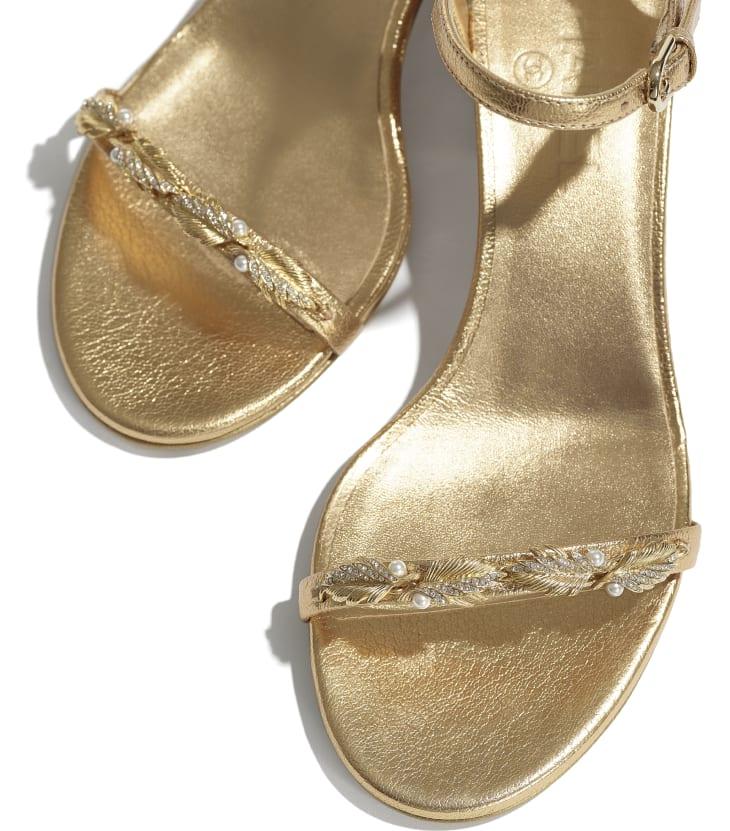 image 4 - Sandales - Chèvre laminée & bijoux - Doré