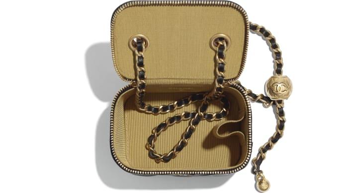Petite boîte avec chaîne classique