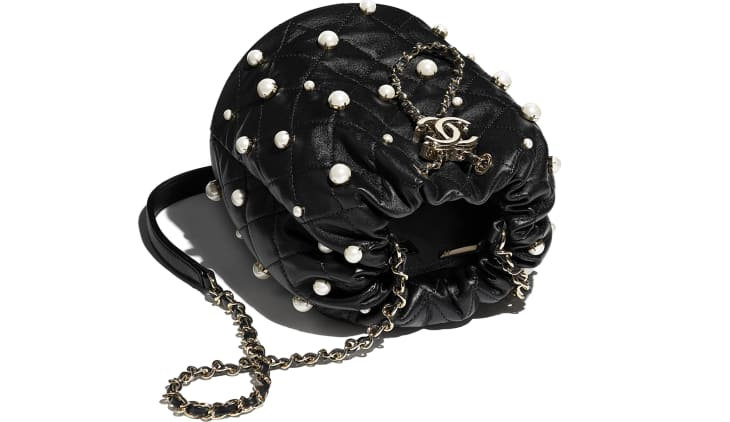 image 3 - Petit sac à fermeture cordon - Agneau, perles d'imitation & métal doré - Noir