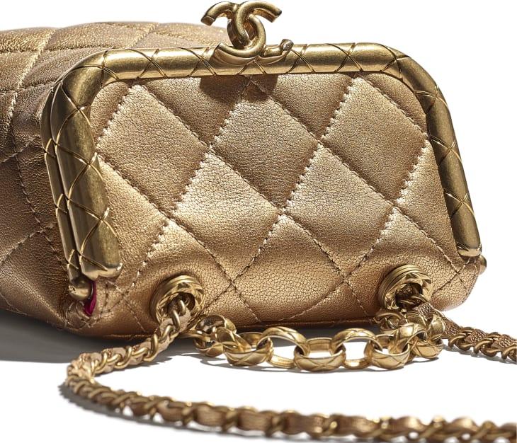 image 4 - Bolsa Pequena com Fecho Tabatière - Couro De Cordeiro Metálico & Metal Dourado - Dourado