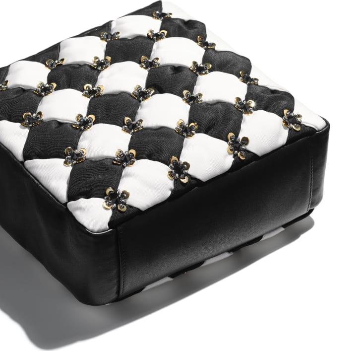 image 4 - スモール ショッピング バッグ - シルク、ラムスキン、コスチューム パール & スパンコール - ブラック & ホワイト