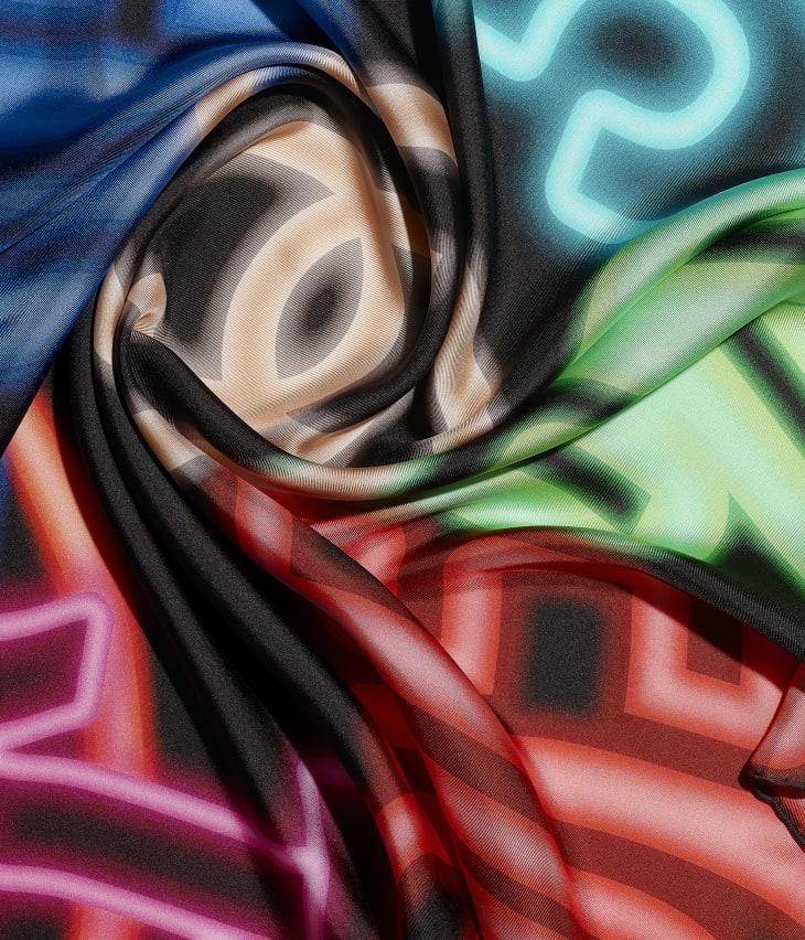 image 1 - Carré - Twill de soie - Noir & multicolore