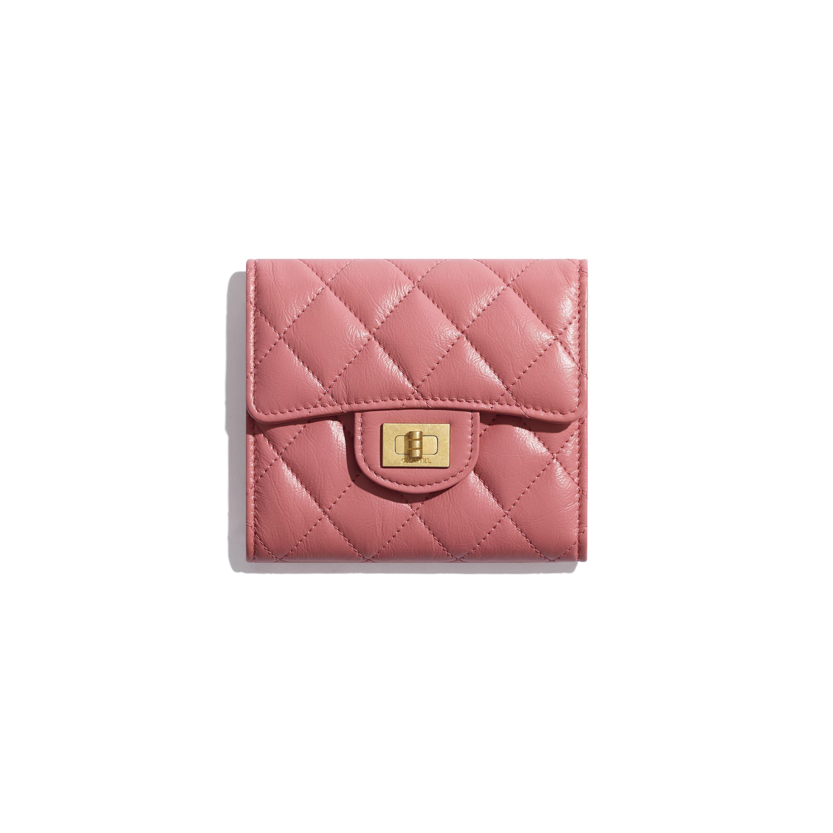 กระเป๋าสตางค์ 2.55 ใบเล็ก - สีชมพู - หนังลูกวัวย่น, โลหะสีทอง - มุมมองปัจจุบัน - ดูเวอร์ชันขนาดมาตรฐาน