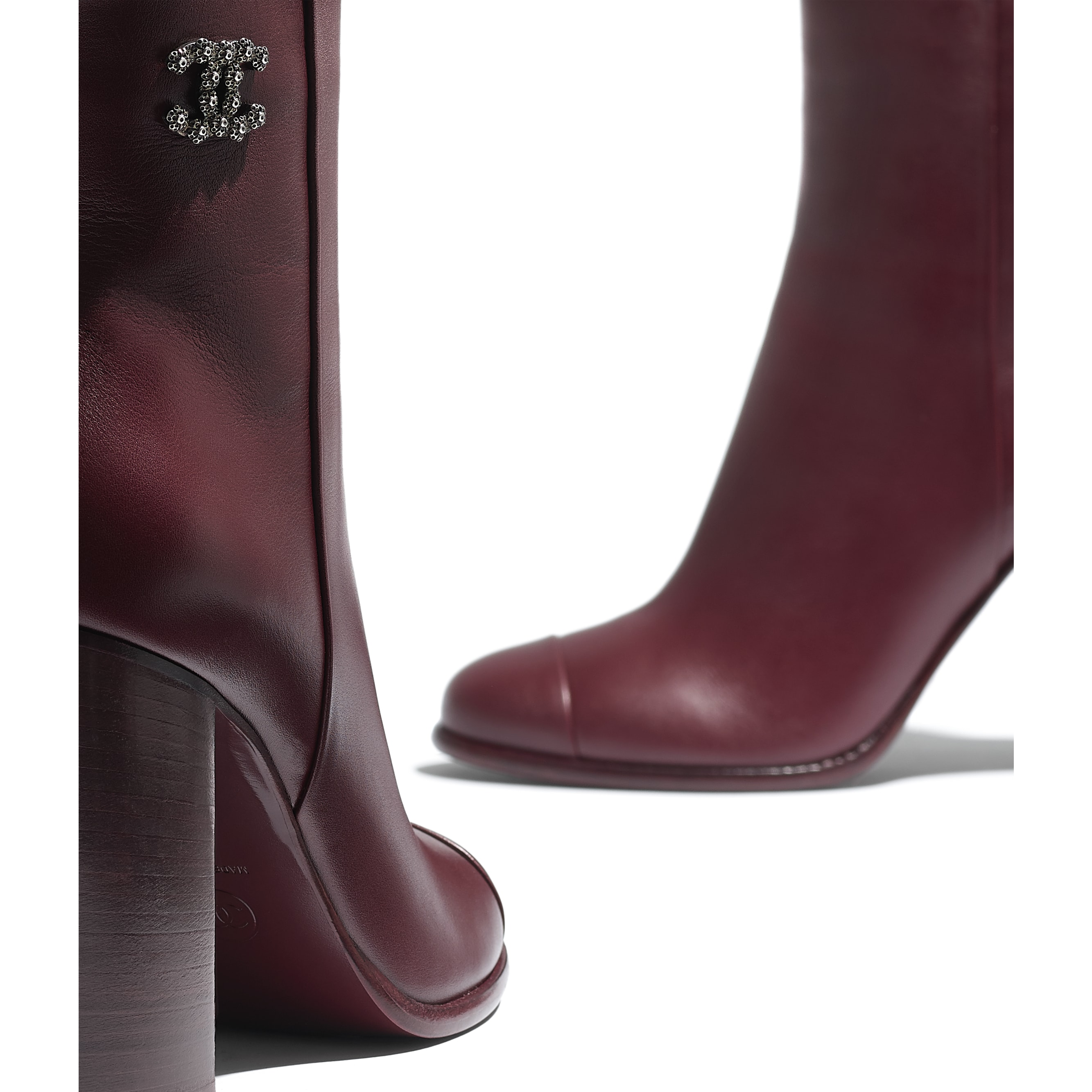 Ankle Boots - Burgundy - Calfskin - CHANEL - Extra view - see standard sized version