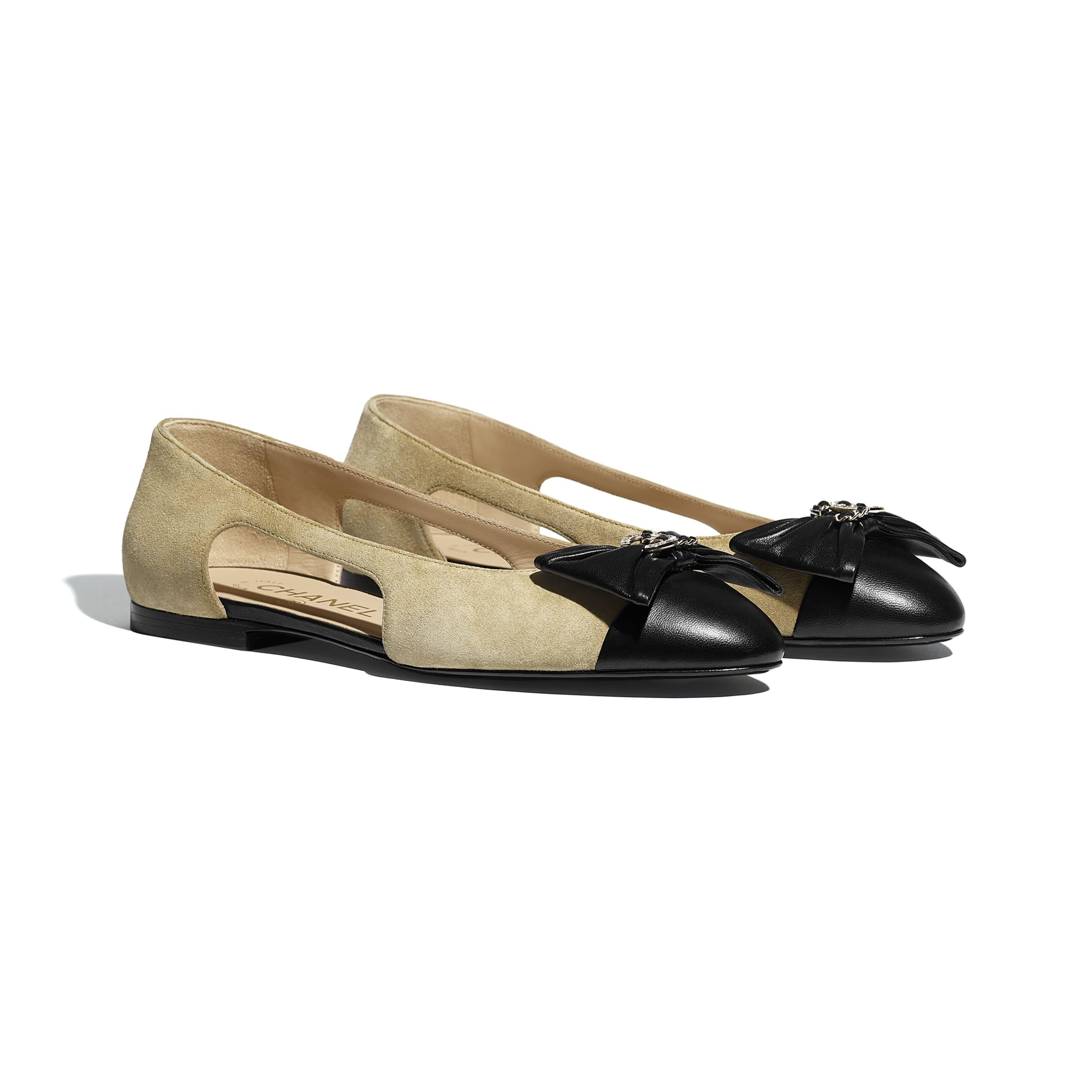 芭蕾舞鞋 - 米與黑 - 小牛麂皮與小羊皮 - CHANEL - 替代視圖 - 查看標準尺寸版本