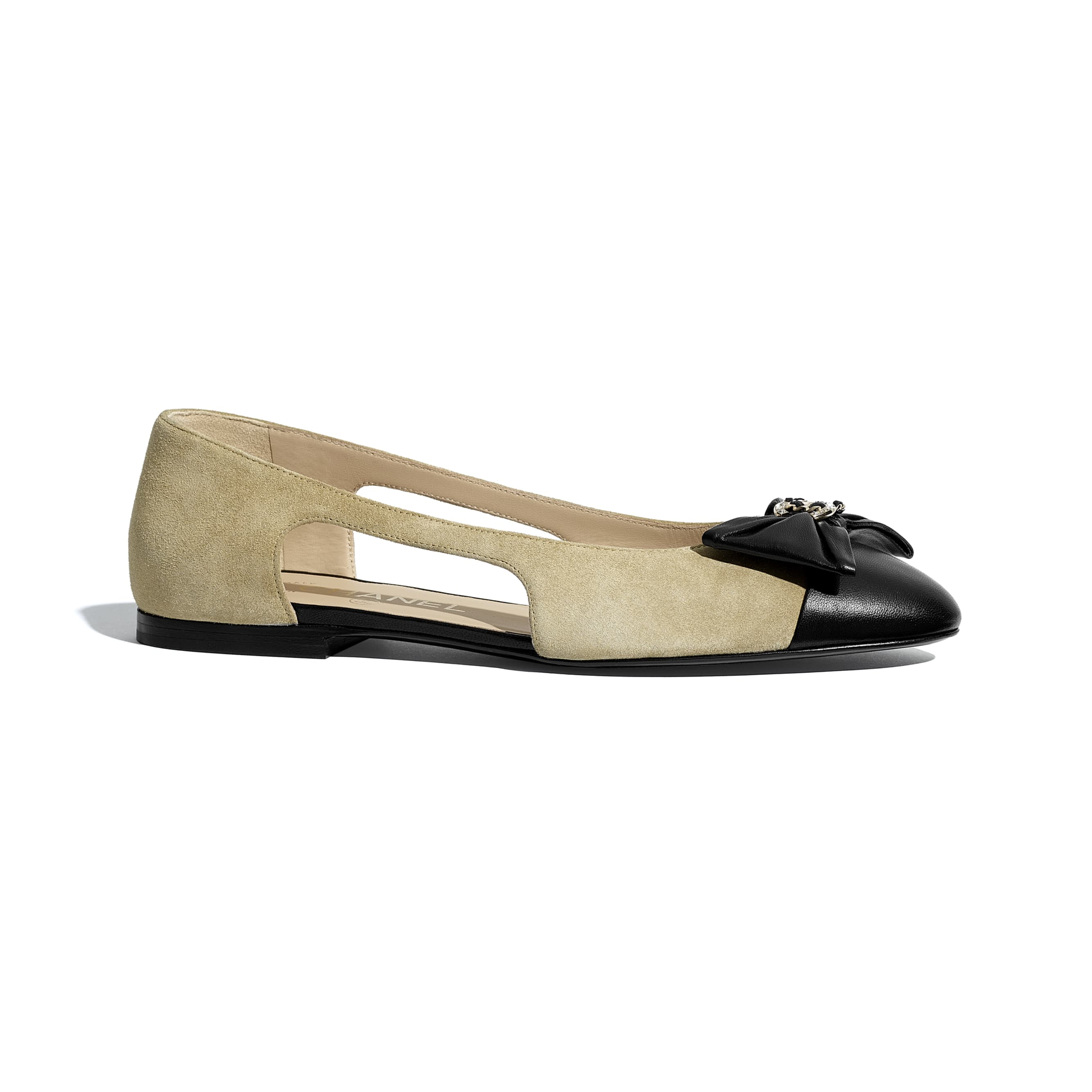芭蕾舞鞋 - 米與黑 - 小牛麂皮與小羊皮 - CHANEL - 預設視圖 - 查看標準尺寸版本
