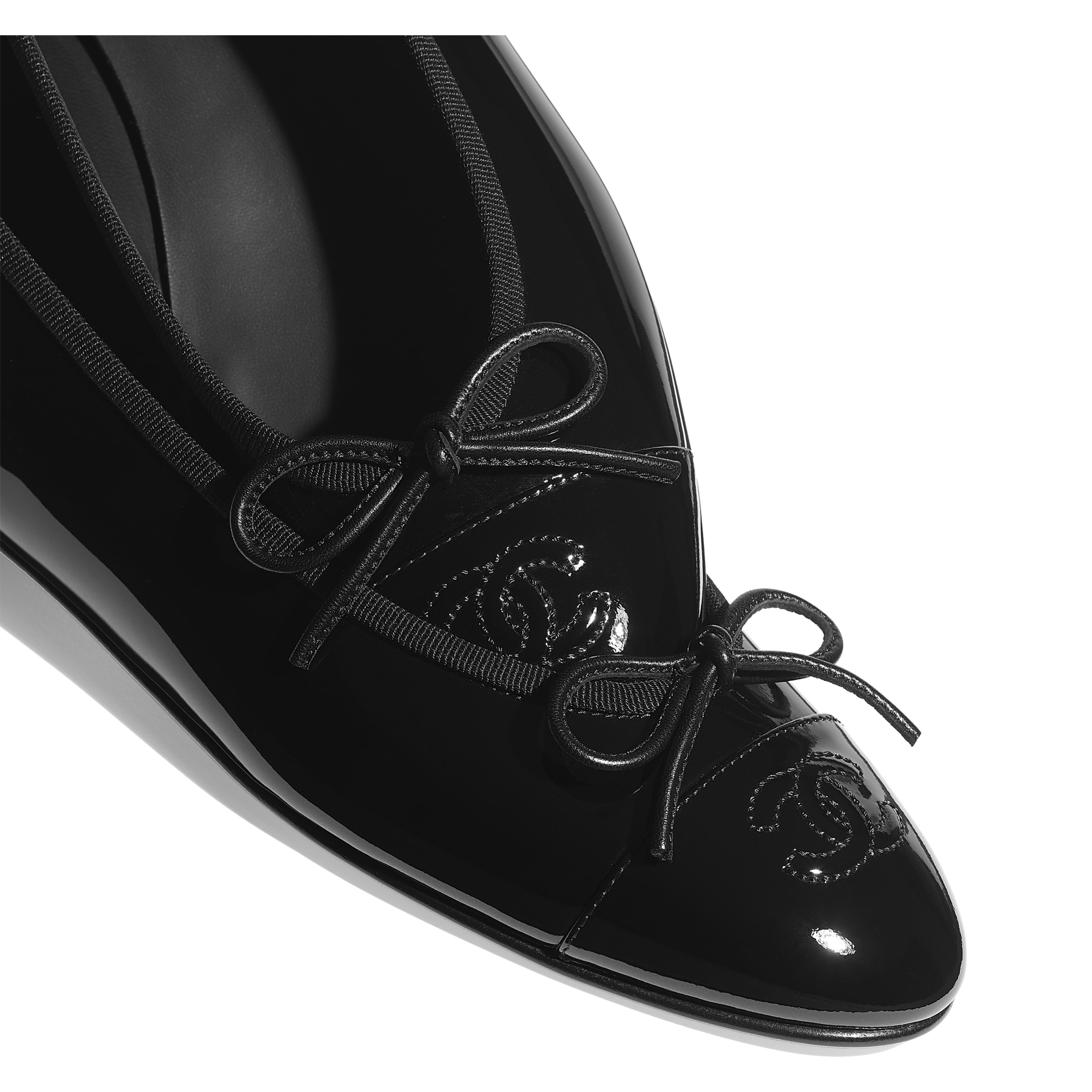 Ballerinas - Black - Patent Calfskin - CHANEL - Extra view - see standard sized version