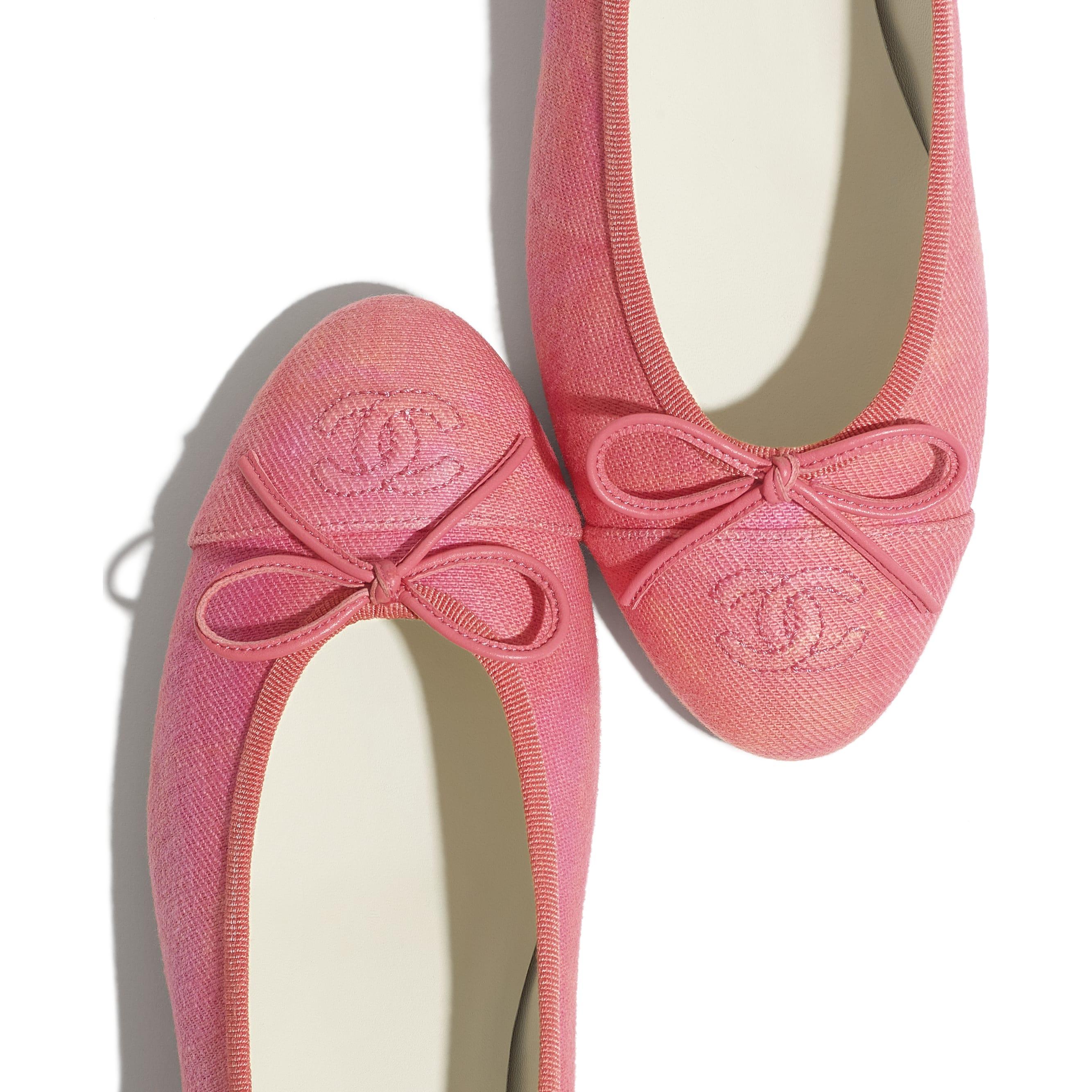 Ballerine - Corallo, rosa & arancione - Tessuto - CHANEL - Immagine extra - vedere versione standard