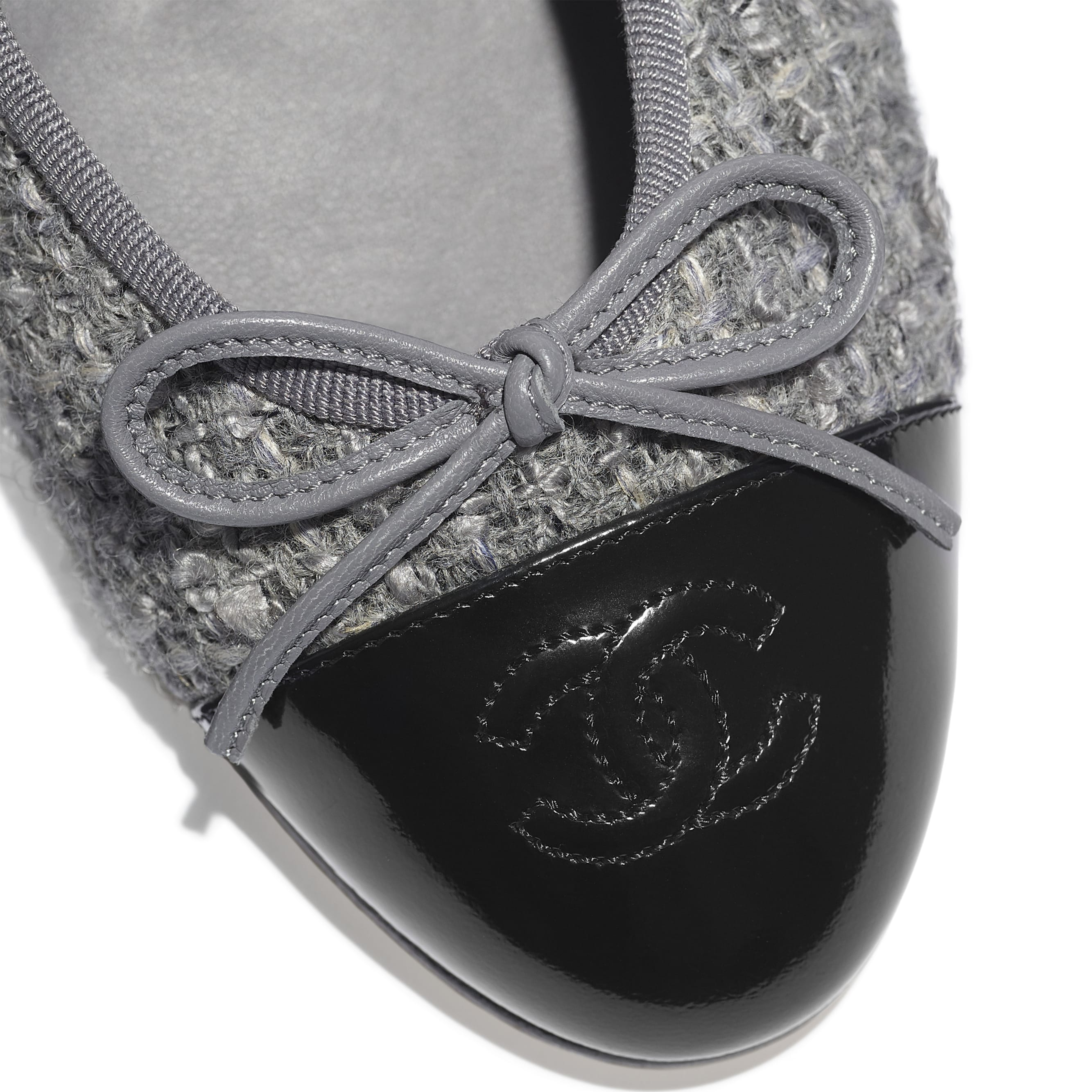 Flats - Grey & Black - Tweed & Calfskin - CHANEL - Extra view - see standard sized version