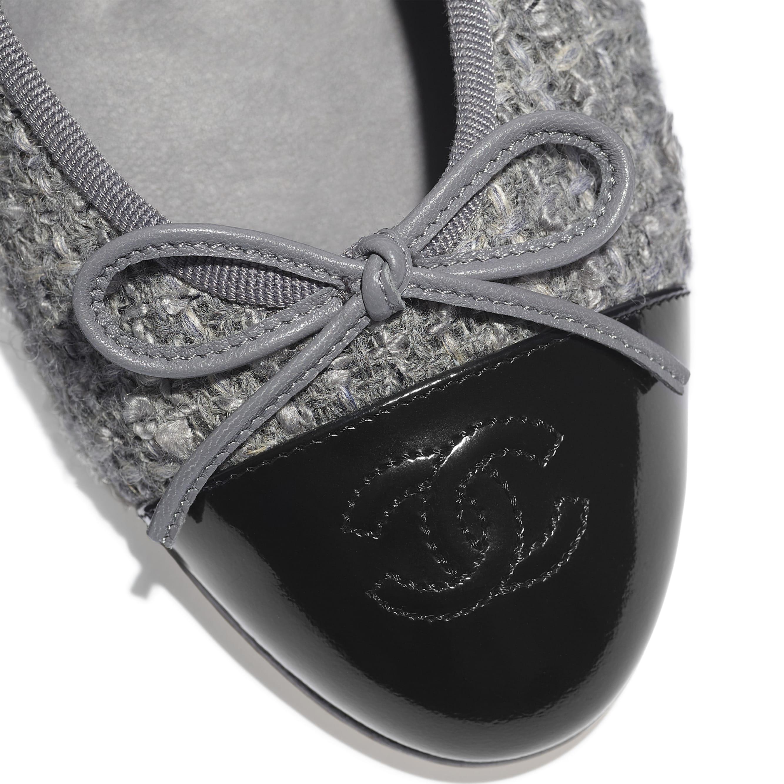 Ballerinas - Gray & Black - Tweed & Calfskin - CHANEL - Extra view - see standard sized version