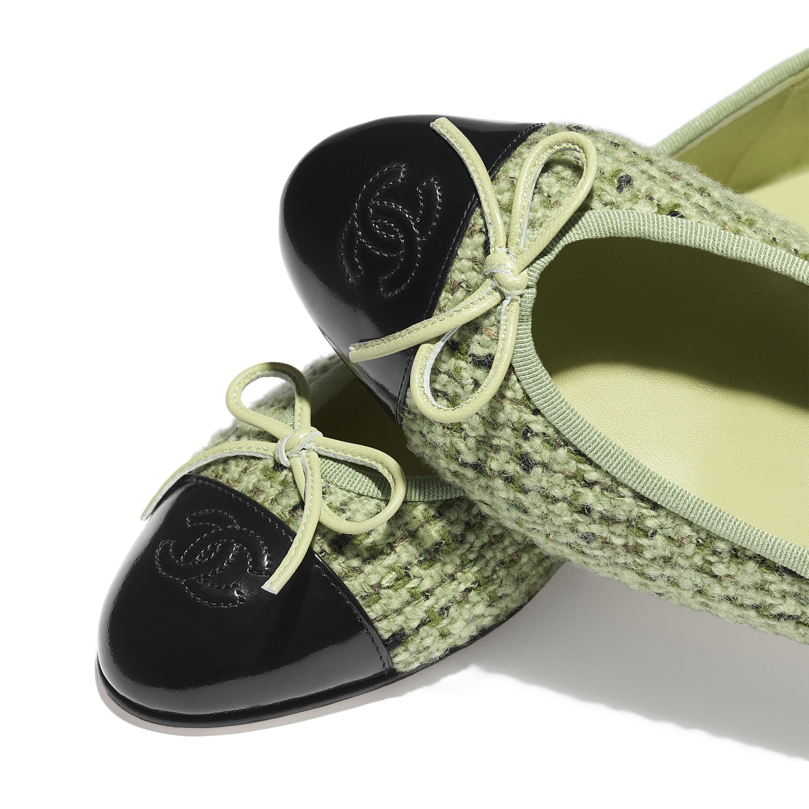Flats - Green & Black - Tweed & Calfskin - CHANEL - Extra view - see standard sized version