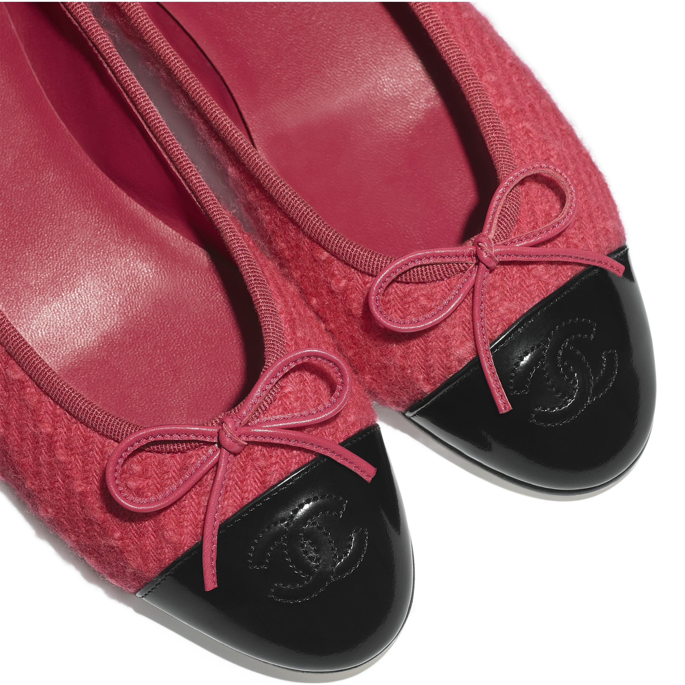Flats - Pink & Black - Tweed & Calfskin - CHANEL - Extra view - see standard sized version