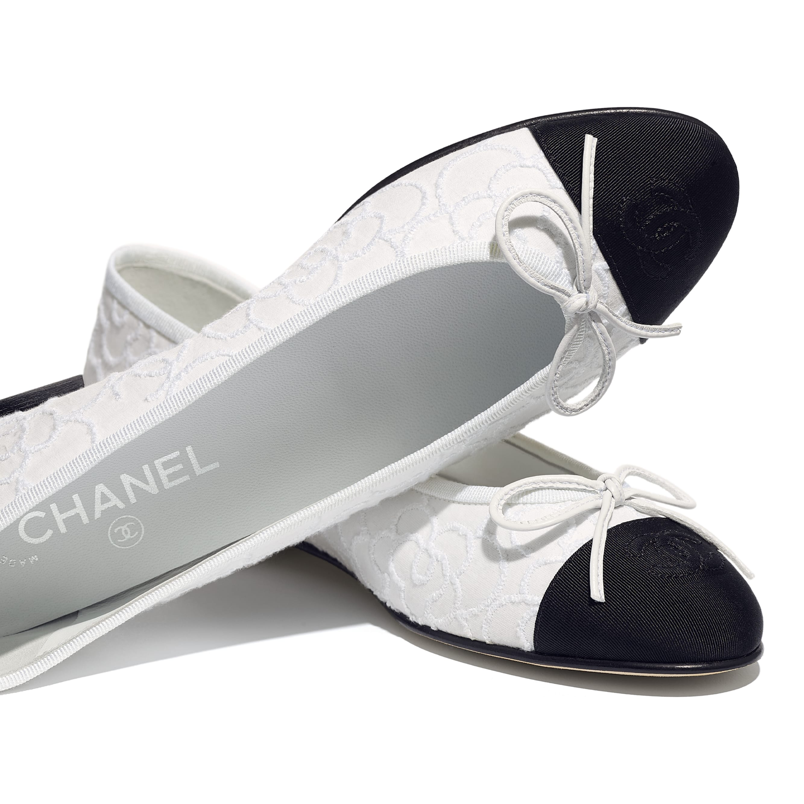Flats - White & Black - Tweed & Grosgrain - CHANEL - Extra view - see standard sized version