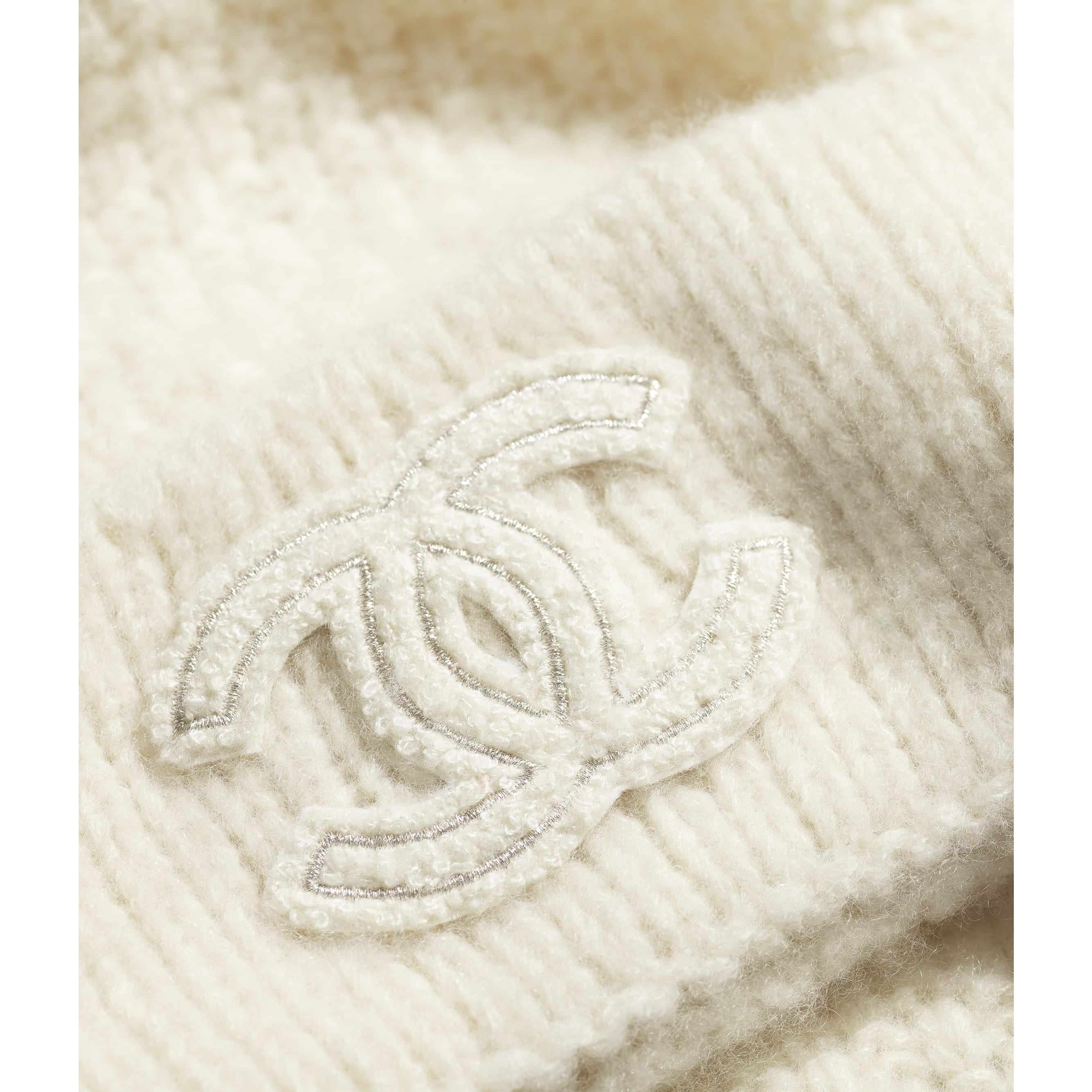 Beanie - Ivory - Cashmere & Silk - CHANEL - Alternative view - see standard sized version