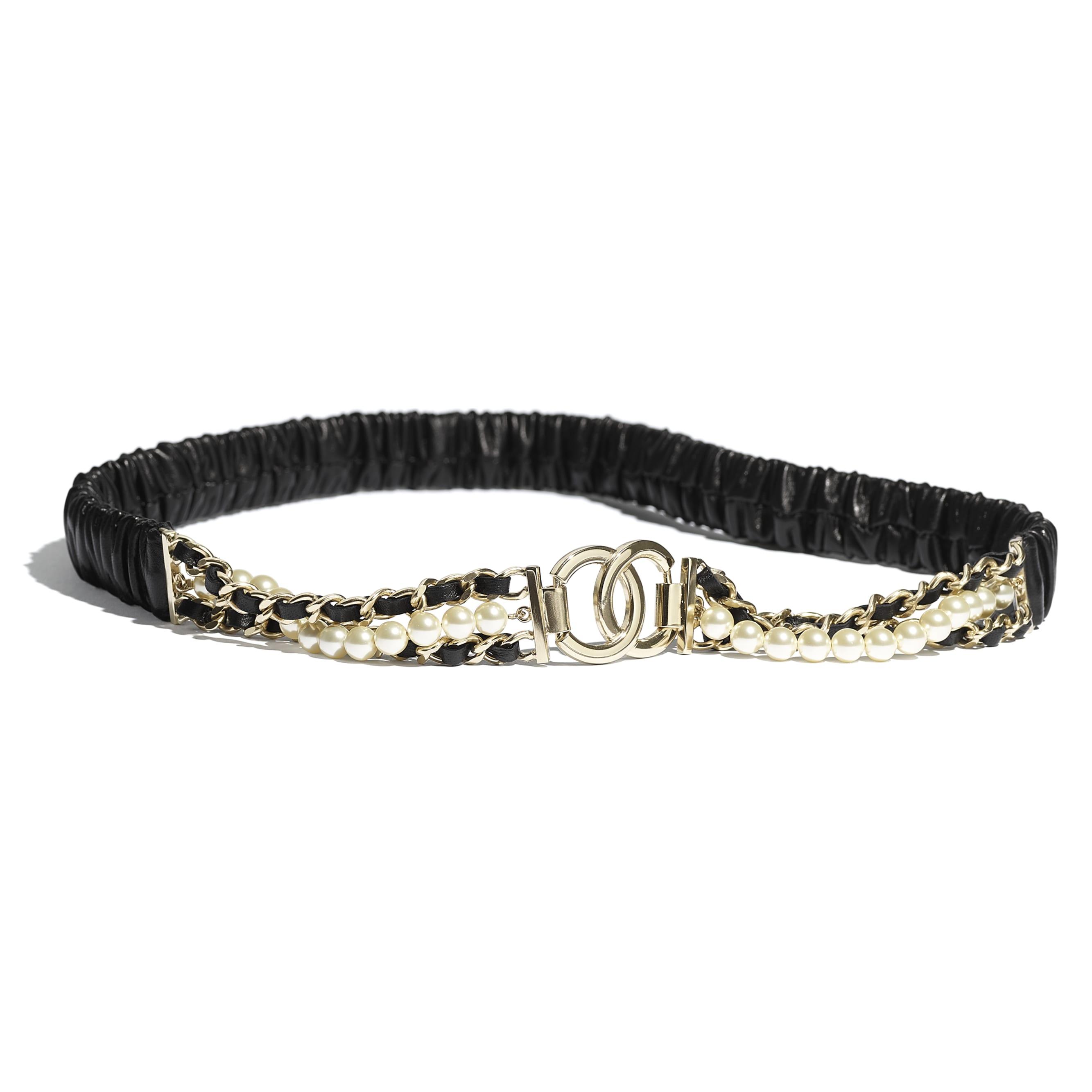 Pasek - Kolor czarny - Skóra jagnięca, metal w tonacji złotej, szklane perły i stras - CHANEL - Widok domyślny – zobacz w standardowym rozmiarze