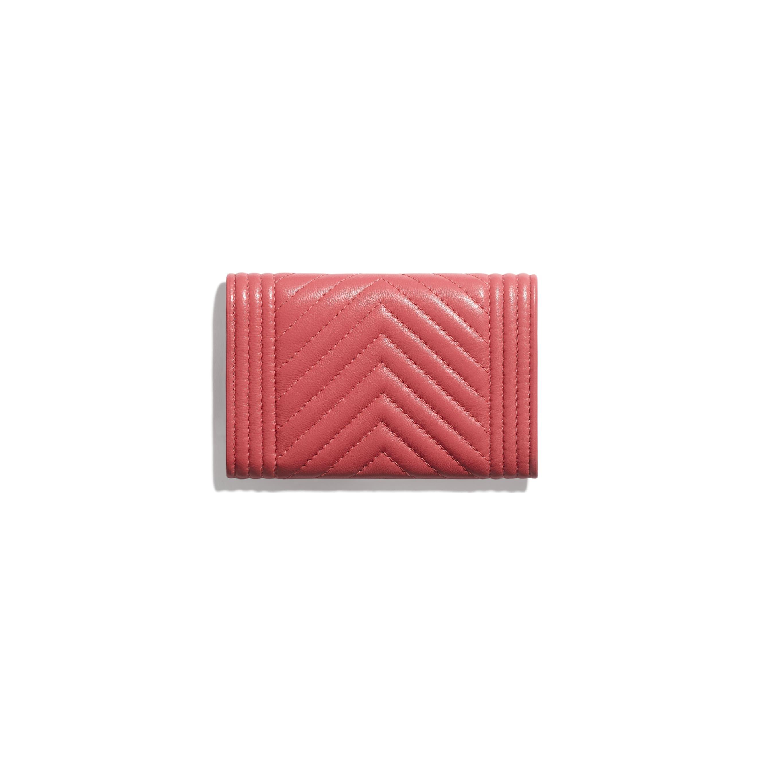 Porte-cartes à rabat BOY CHANEL - Rose - Agneau & métal doré - CHANEL - Vue alternative - voir la version taille standard