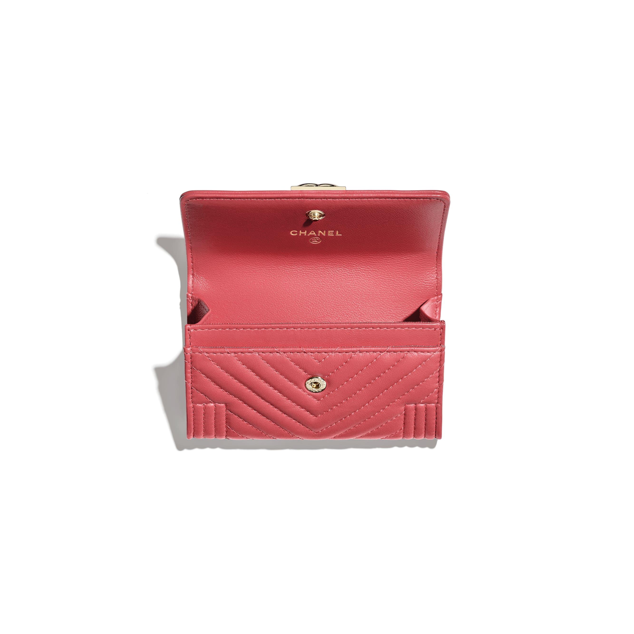 Porte-cartes à rabat BOY CHANEL - Rose - Agneau & métal doré - CHANEL - Autre vue - voir la version taille standard