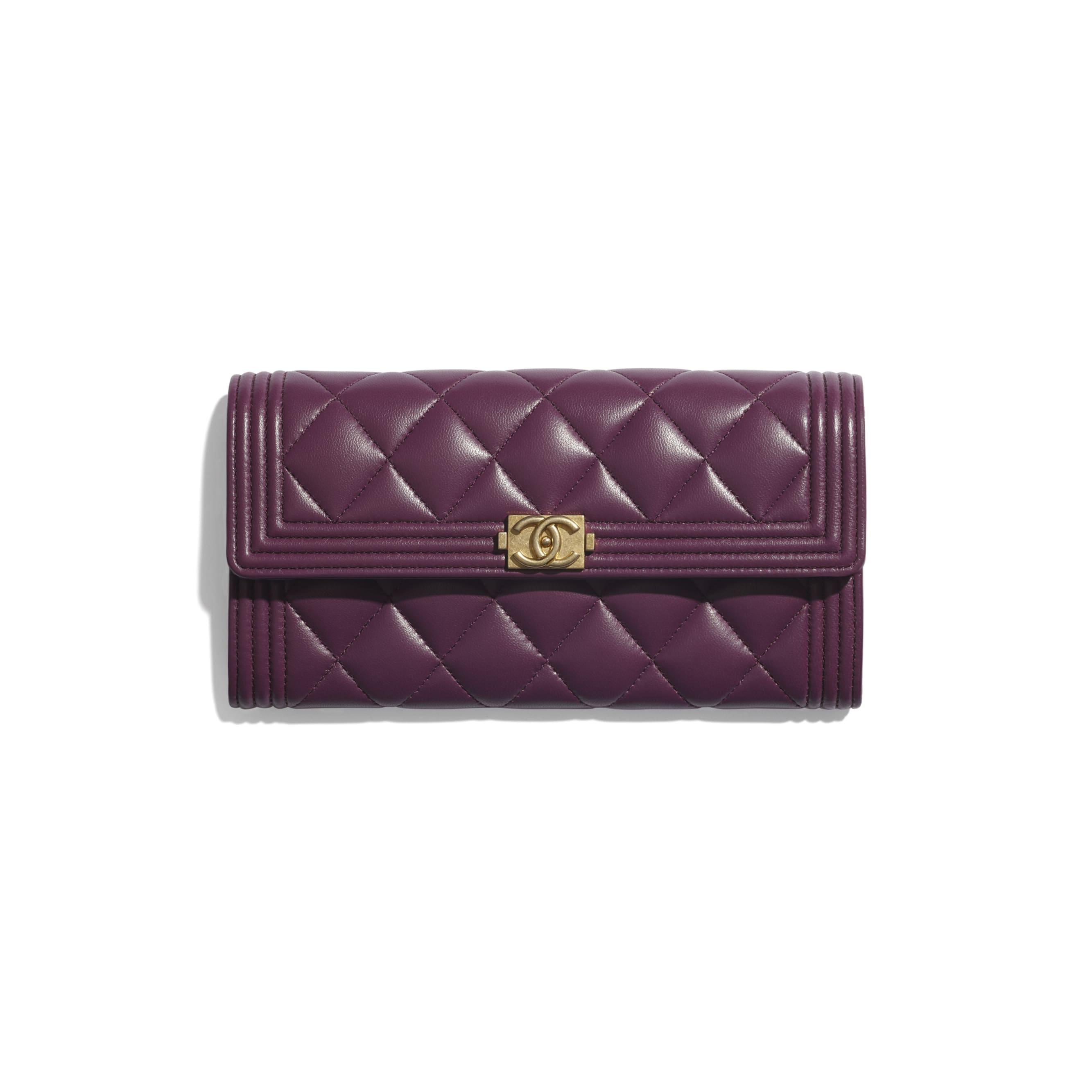 Długi portfel BOY CHANEL z klapką - Kolor fioletowy - Skóra jagnięca i metal w tonacji złotej - CHANEL - Widok domyślny – zobacz w standardowym rozmiarze