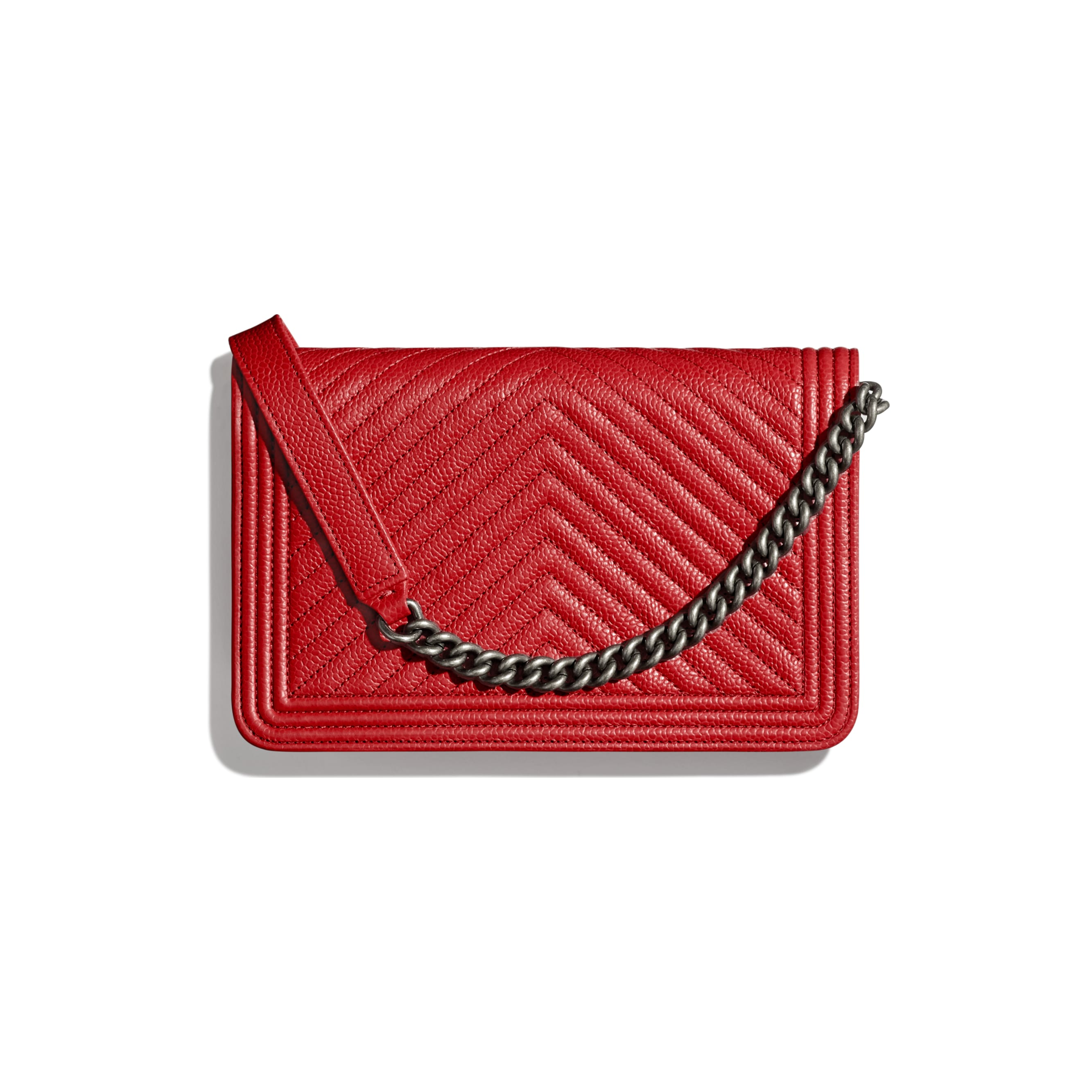 Wallet on chain BOY CHANEL - Rouge - Veau grainé  & métal finition ruthénium - CHANEL - Vue alternative - voir la version taille standard