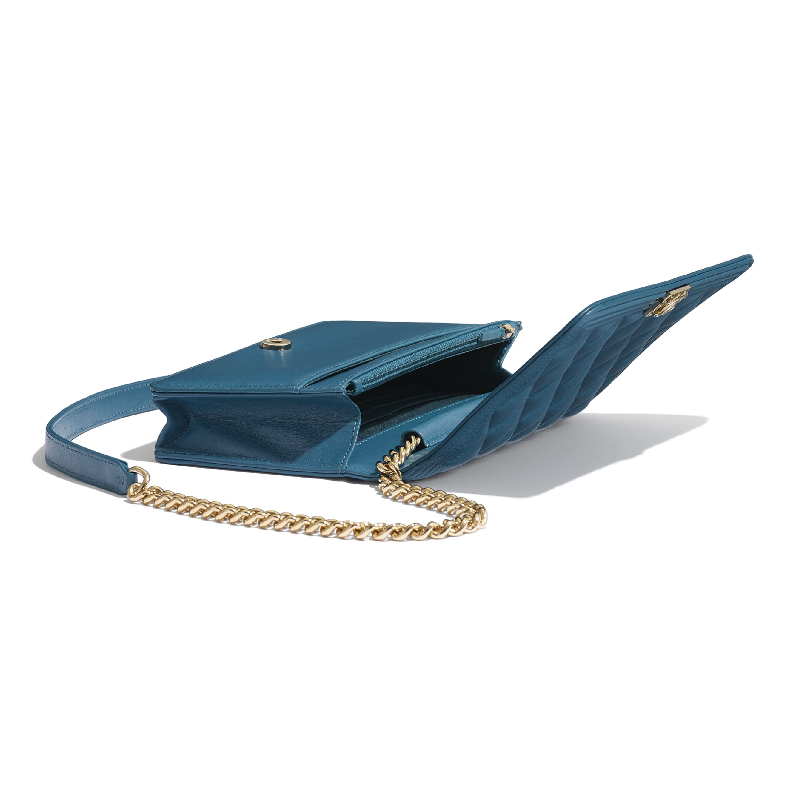 BOY CHANEL Wallet On Chain - Turquoise - Lambskin - CHANEL - Extra view - see standard sized version