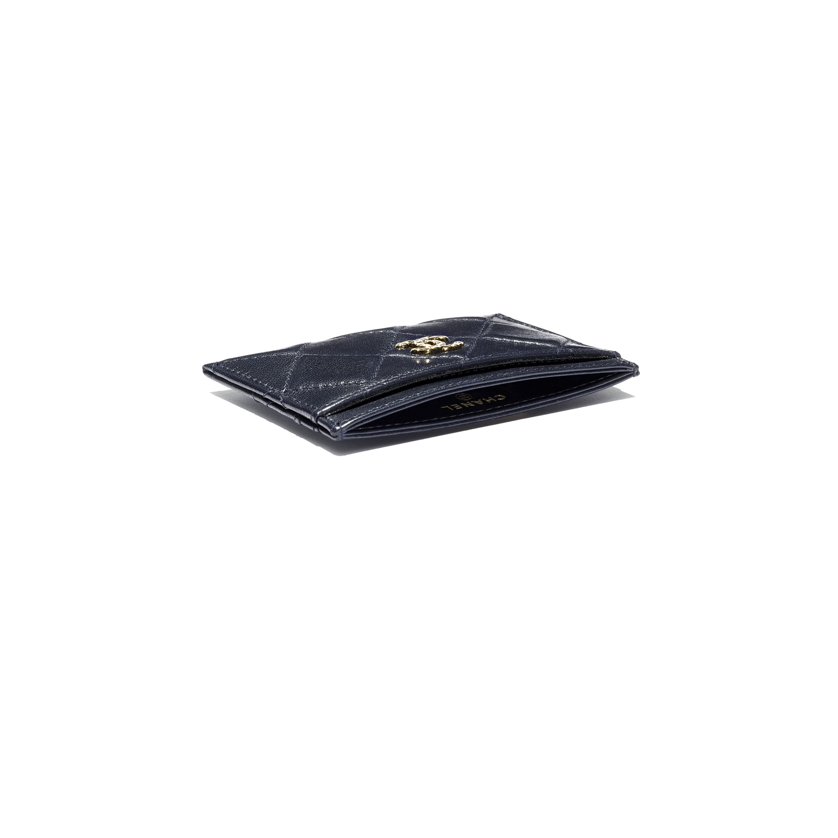 Card Holder - Navy Blue - Shiny Crumpled Goatskin & Gold-Tone Metal - CHANEL - Extra view - see standard sized version