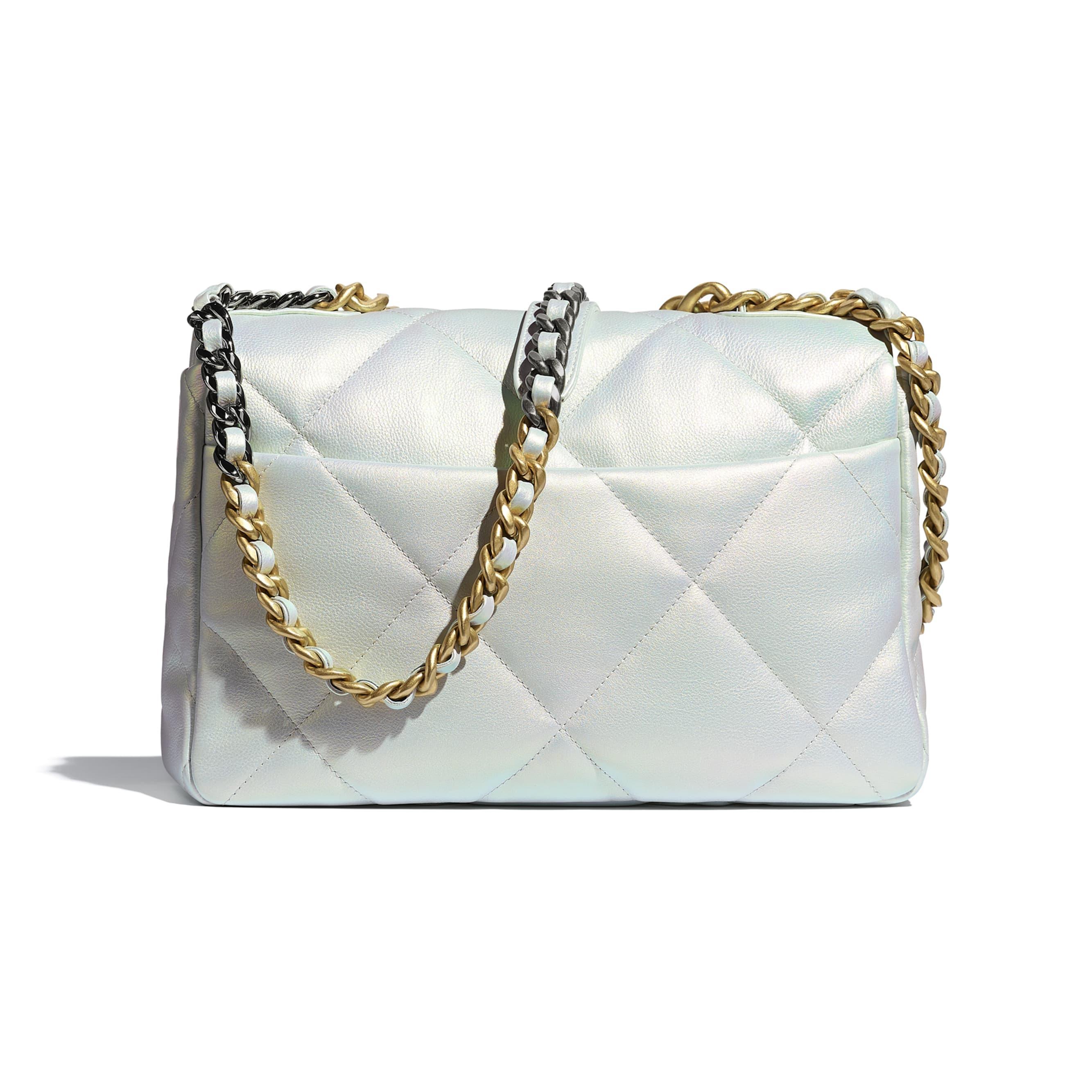 Grand sac à rabat CHANEL 19 - Blanc - Veau irisé, métal doré, argenté & finition ruthénium - CHANEL - Vue alternative - voir la version taille standard