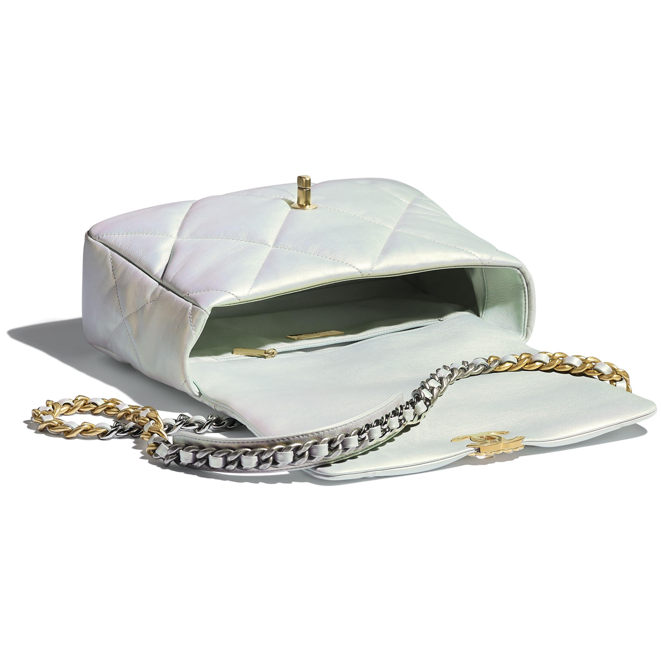 Grand sac à rabat CHANEL 19 - Blanc - Veau irisé, métal doré, argenté & finition ruthénium - CHANEL - Autre vue - voir la version taille standard